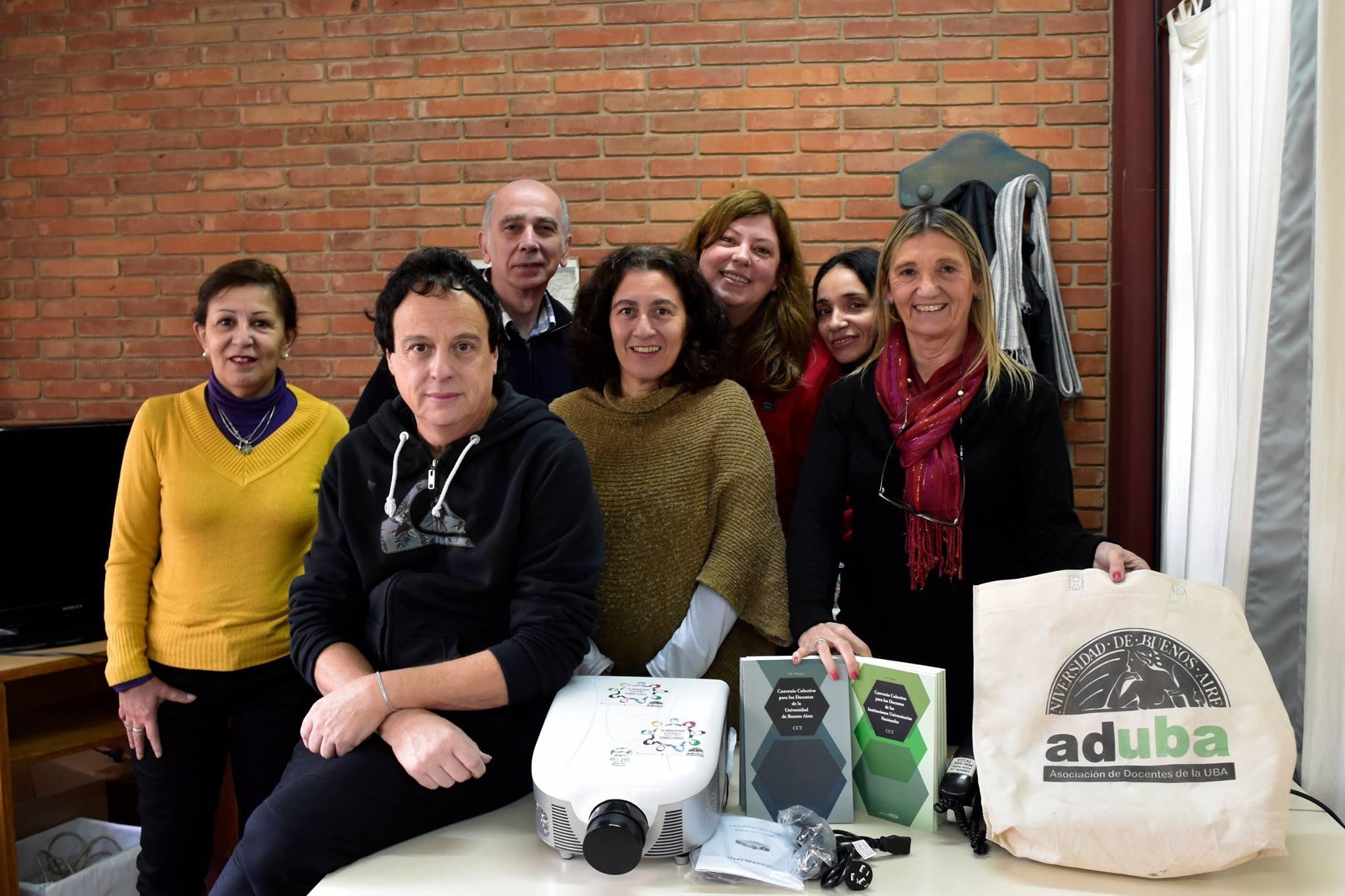 """ADUBA entregó un proyector en la el Centro Universitario Regional norte """"San Isidro"""""""