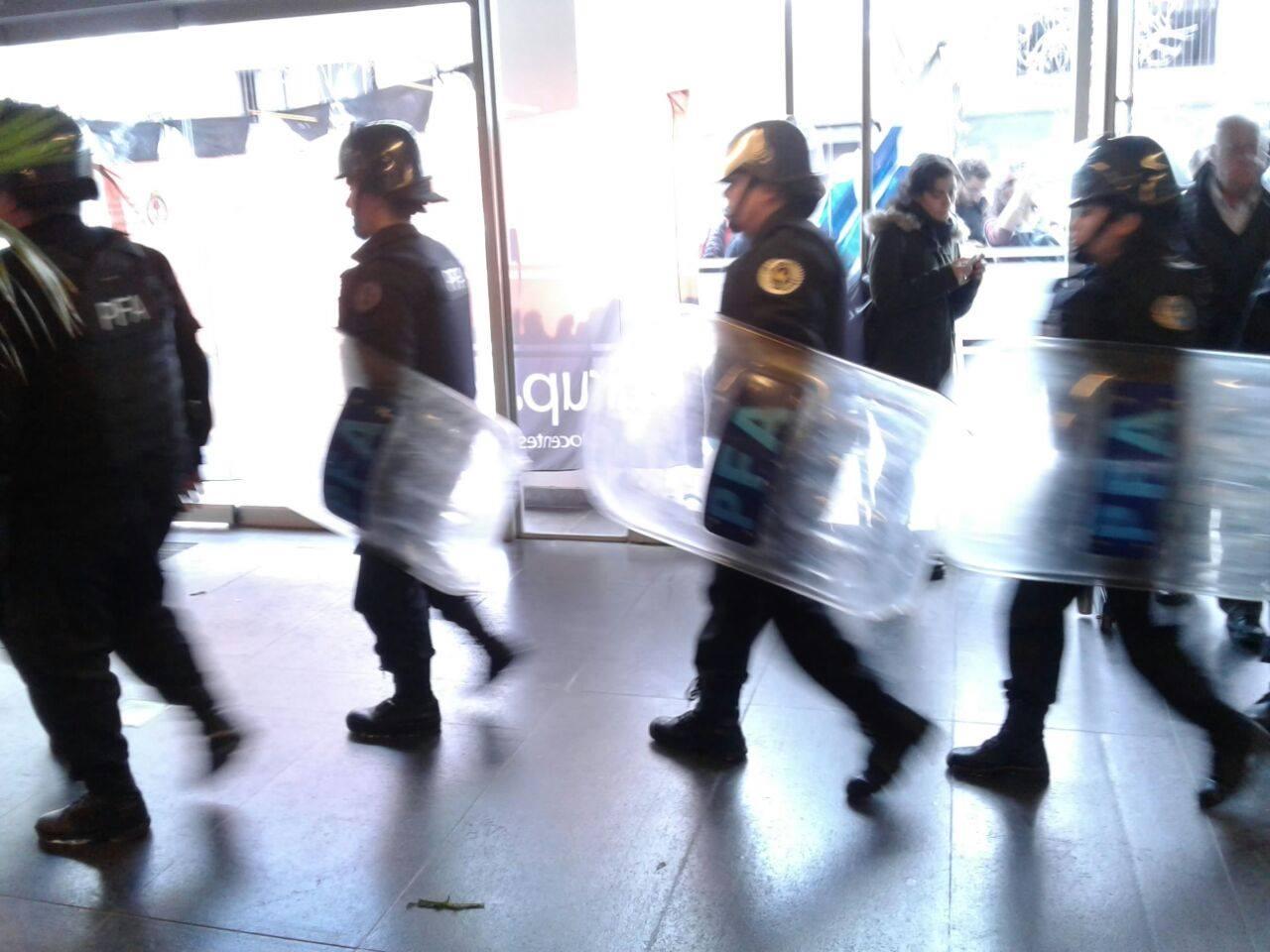 Repudiamos amenazante intromisión policial en el Ministerio de Ciencia y Técnica