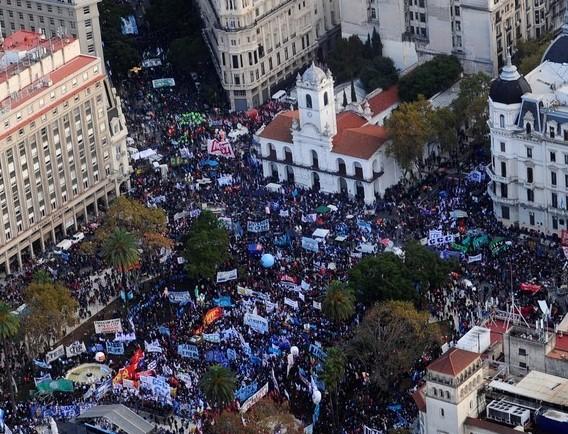 CONTINÚA EL PLAN DE LUCHA: ADUBA PARTICIPÓ DE LA MARCHA FEDERAL POR PAZ, TIERRA, TECHO Y TRABAJO
