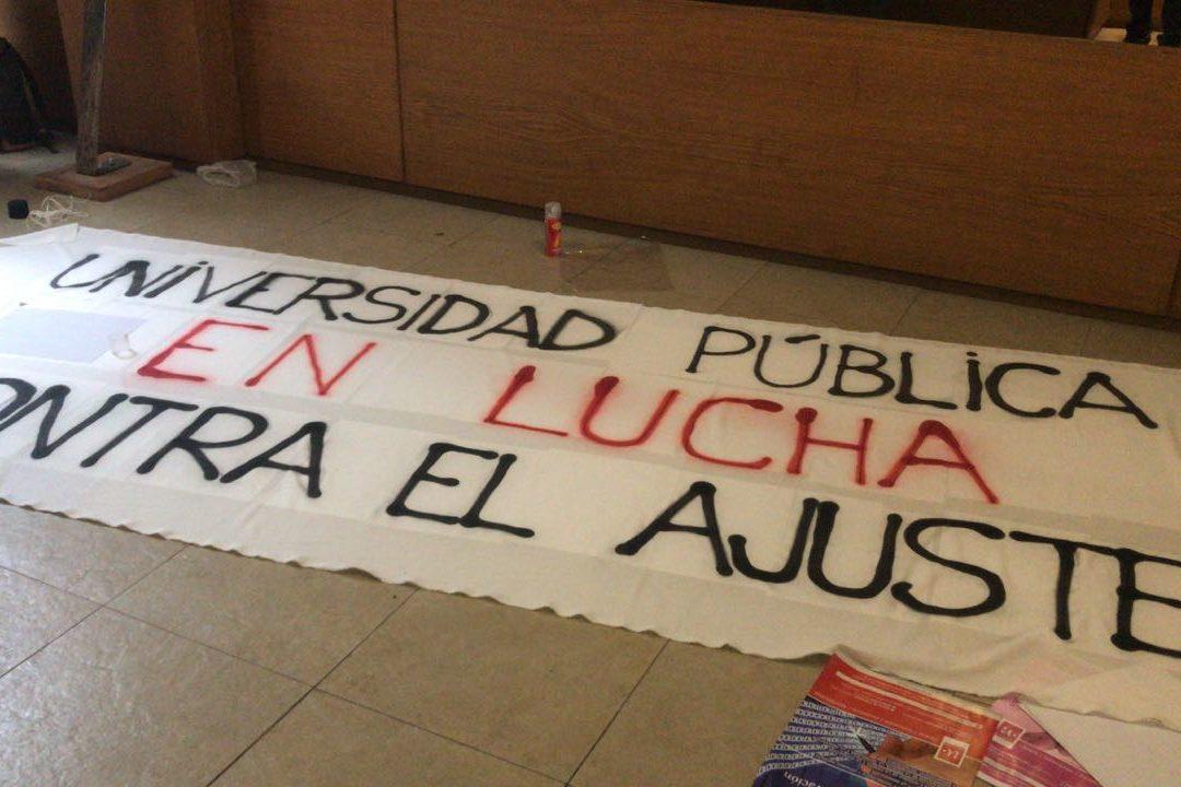 AMPLIA ADHESIÓN DE LOS DOCENTES AL PARO CONVOCADO POR ADUBA