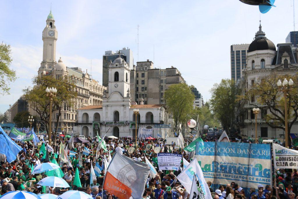 EN LA JORNADA PREVIA AL PARO GENERAL, MARCHAMOS CONTRA EL AJUSTE MACRISTA JUNTO A MÁS 500 MIL TRABAJADORES