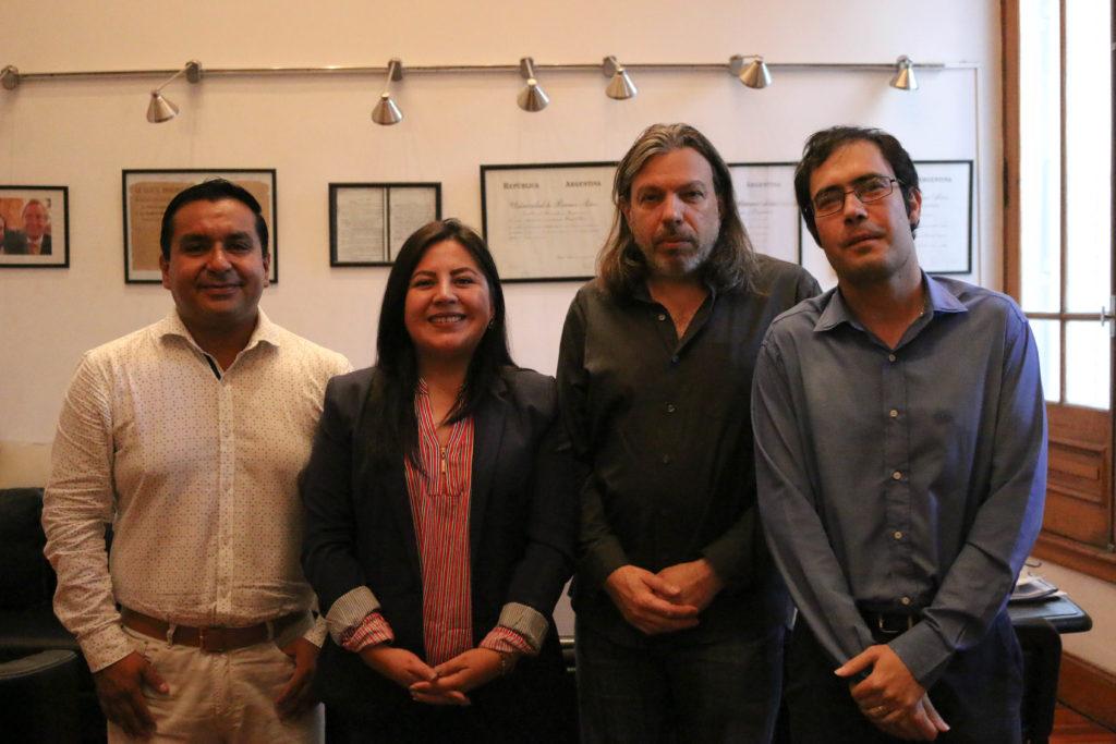 Diálogo sobre políticas públicas con compañeros ecuatorianos
