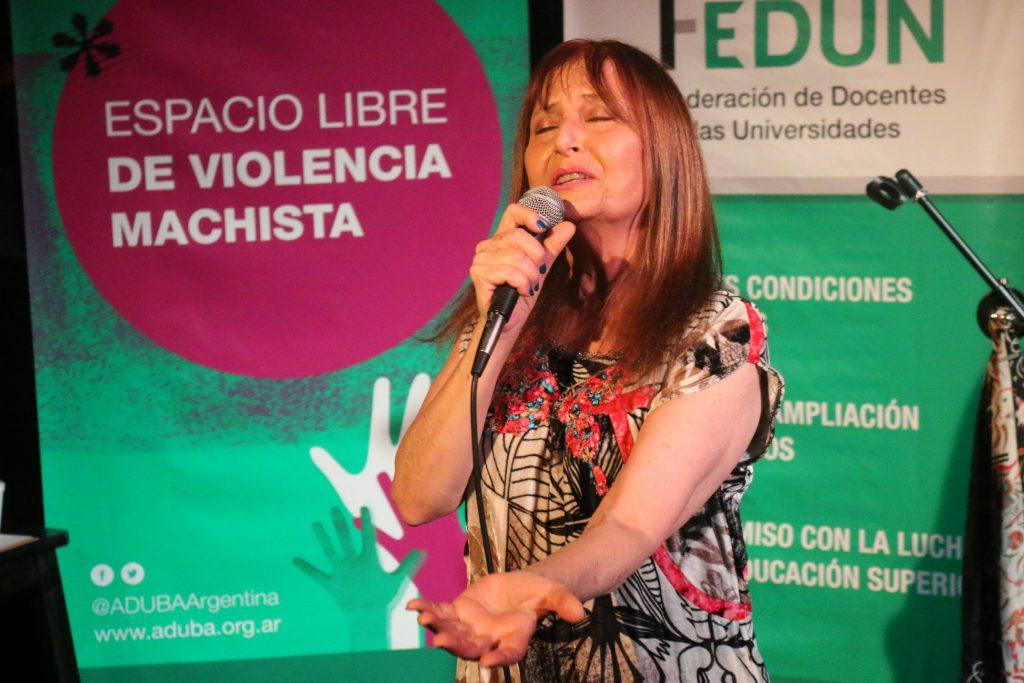 """María Rosa Yorio cerró el curso """"Rockeando en castellano"""" con un recital en el Centro Cultural El Sábato"""